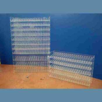Présentoir distributeur plexiglas casiers de rangement, en transparent. Casiers amovibles inclinés pour voir le contenu en un coup d'œil.