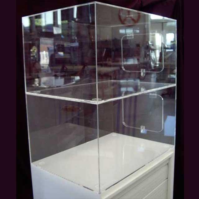 Mobile-vetrina-plexiglass-copertura-mobile-a-serranda-1