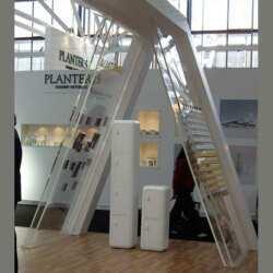 Paroi présentoir plexiglas massif stand composée de 2 panneaux transparents 20 mm et 200x300 cm. Ces présentoirs sont 2, chacun de 2 plaques
