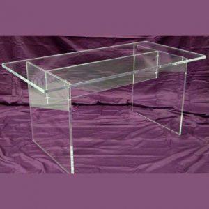 Tavolo plexiglass per galleria d'arte smontabile in massello di 20 mm. Fori e viti per essere smontabile per le esposizioni di sculture