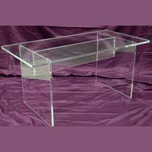 Belle table plexiglas démontable exposition gallerie d'Art plexi massif de 20 mm. Vis pour être démontée pour les expositions de sculptures
