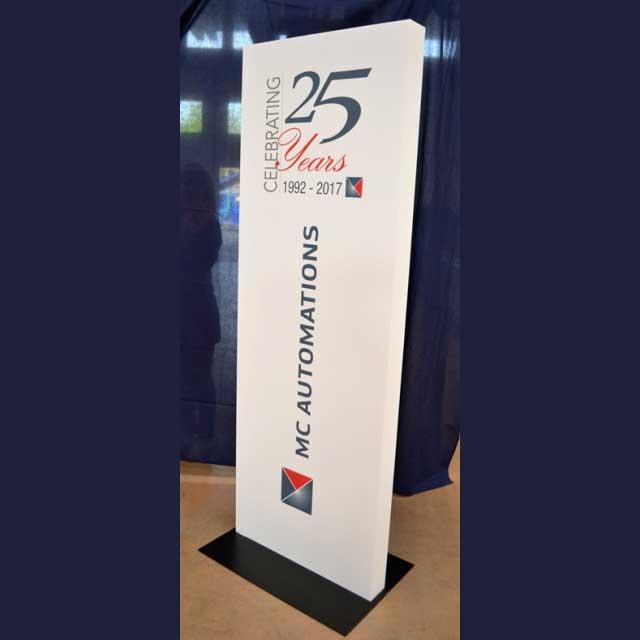Totem pvc e stampa anniversario MC Automation 25° anno