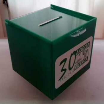 Urne plexiglass vert collecte fonds, Ageop a choisi un beau vert avec logo imprimé. Couvercle à glissière et cadenas , 10 urne +1 gratuita.