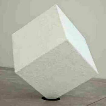 Bellissimo cubo artistico plexiglass ricoperto di materiale dall'artista, in trasparente à 6 lati, quindi interamente chiuso come richiesto