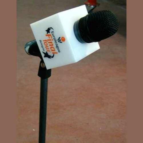 Cubo plexiglass opal decorato microfono Final Four basket in 3 mm. Questo copri microfono è decorato per la Final four Basket a Bologna.