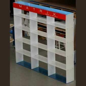 Pour ce grand présentoir bibliothèque en plexiglas personnalisé épaisseur des matériaux 20 et 25 mm comme pour celle-ci mais avec publicité!