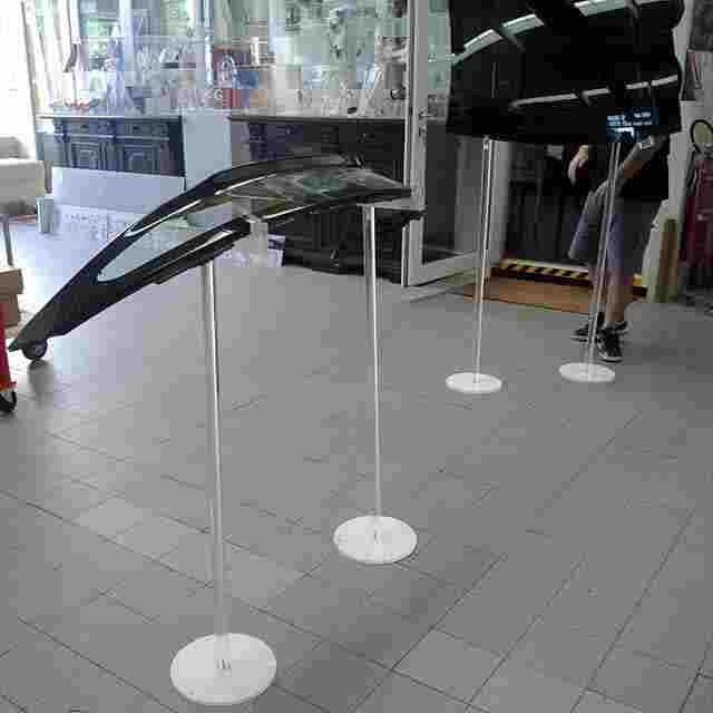 espositore piedistallo plexiglass porta parabrezza