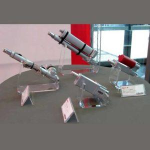 Présentoir plexiglas amortisseurs industrie est un de ceux réalisés. Chaque présentoir est pour des pièces différentes et il est donc unique