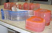 Lettere plexiglass insegna Wind con adesivo per un'insegna non luminosa con lettere trasparente spesse e applicazione di PVC adesivo colorato