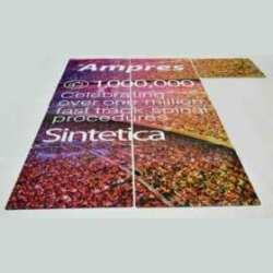 Pannelli plexiglass stampati composizione per stand di una grande parete pubblicitaria fatta da 2 pannelli in trasparente di uguale misura