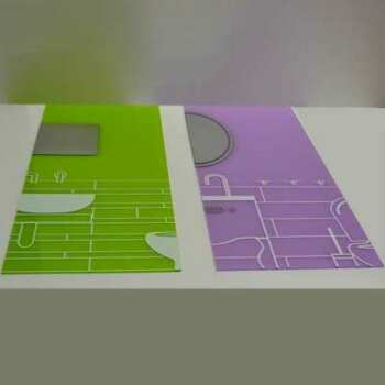 Impression grand format sur plexiglas pré-percé pour stand exposition réalisée sur plexiglas transparent de même dimension. Montage facile.