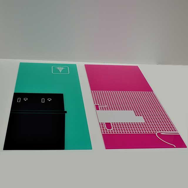 stampa pannelli plexiglass preforati per montaggio