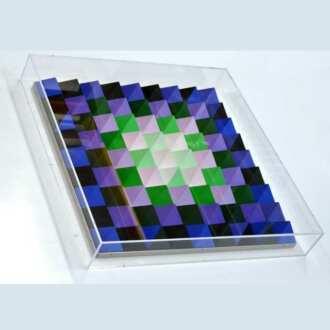 Quadre plexiglas protection artiste Vasarely destiné à protéger une de ses œuvres mais qui transmet aussi la luminosité du plexiglas
