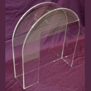 Questa teca plexiglass protezione macchine utensili si adatta facilmente sulla parte da proteggere, sia per mettere che per togliere.