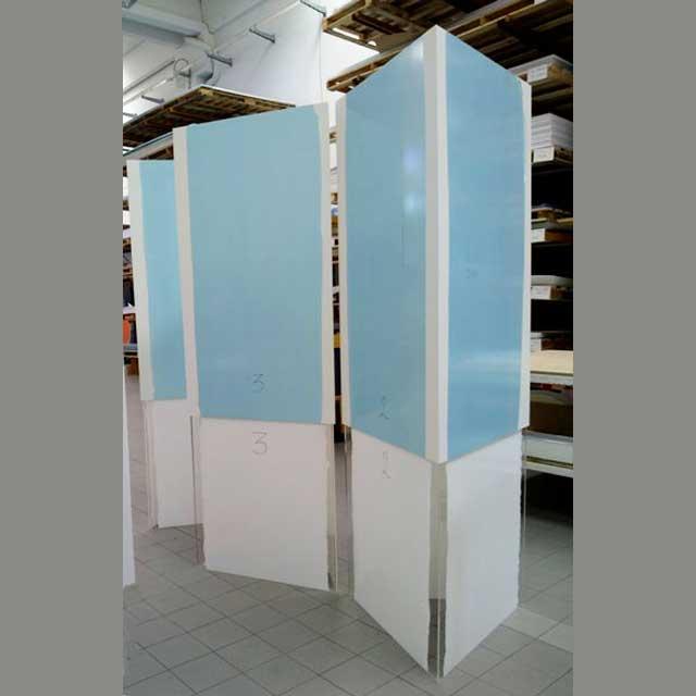 Totem PVC triangulaire poche plexiglass à compléter