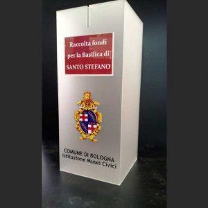 Plexiglass satinato per questa urna plexiglass raccolta fondi del Comune di Bologna, in 10 mm taglio laser, stampa stemma del comune
