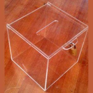 Urna plexiglass trasparente raccolta fondi con lucchetto cm 15x15x15, la metti ovunque. Ha suo lucchetto. Offerta per 15 pezzi +1 gratis