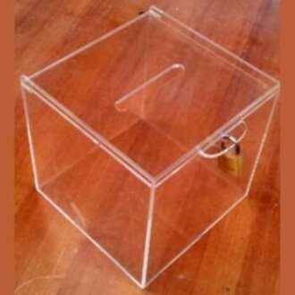 Urne plexiglas transparent collecte de fonds avec cadenas, cm 15x15x15 cm, vous la mettez partout. A décorer. Offre spéciale 15 + 1gratis
