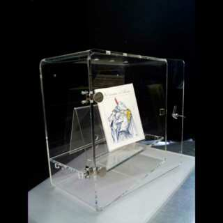 Elegante vetrina plexiglass chiusura a chiave in trasparente provvista di 1 ripiano e una anta con chiusura a chiave va appoggiata o appesa
