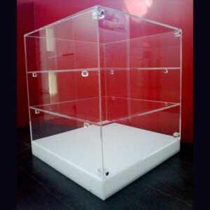 Vitrine a cube plexiglas base opale 3 étagères, compartiments de même hauteur, conçue pour les gâteaux dans les pâtisseries et bars, 1 porte.