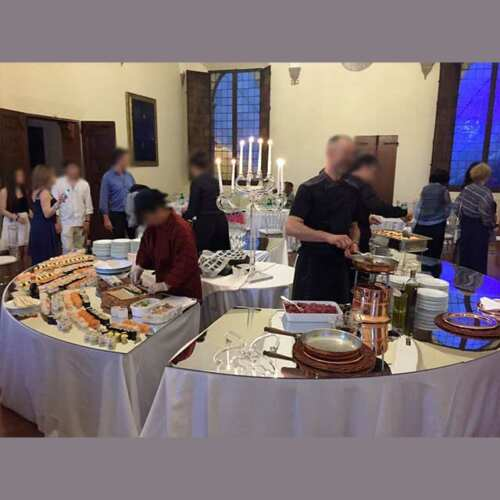 Trés beau couvre tables plexiglas miroir pour buffet traiteur composé de pièces qui s'assemblent pour former un cercle comme les tables