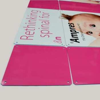 Pannelli plexiglass stampati con fori di montaggio
