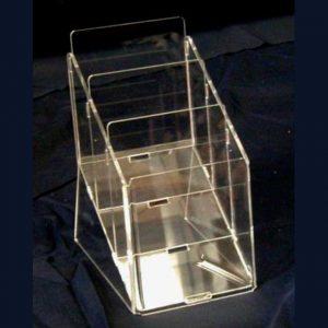 Portadepliant plexiglass multitasche a scaletta. Trasparente, neutro, indispensabile per presentare più volantini insieme, foto di un A5