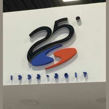 Sagoma polistirolo 25° anniversario Sistar. Grande, colorato e allegro, il cliente ha ottenuto l'effetto desiderato. Aggiunta di altri pezzi