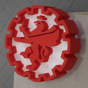 Trés beau logo enseigne polystyrène pour industrie mécanique en 20 cm d'épaisseur et 120 cm de diamètre, peint en e blanc et en rouge vif.