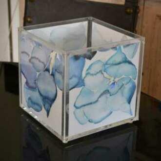 Lampada plexiglass cubo acquarelli con tasche su i 4 lati. Inserisci le acquarelli dell'artista, usufruiranno della luce dolce dalla lampada.