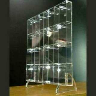 Beau tableau à casier plexiglas pour clés ou autres avec 16 cases Posè avec 2 pieds à ergot amovibles ou accroché au mur 2 fentes au dos