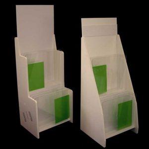 Mobile pvc bianco porta pedane per palestra in 10 mm, espositori a 2 scalini H150 cm e H160 cm per i ricambi igienici di carta, pedane ecc.