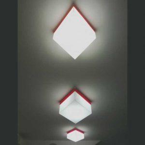 Plafonnier en plexiglass à losange blanc et rouge
