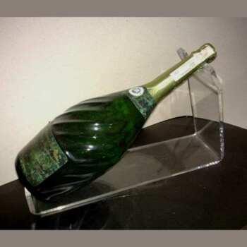 Porta bottiglie plexiglass per tavolo evento trasparente 8 mm, etichetta ben visibile in posizione inclinata e porta bottiglia invisibile