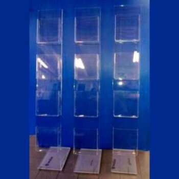 Porte-dépliant plexiglass de vitrine, pour agences de voyages et immobilières, poches A4 pour annonces/photo, colonnes 10 mm autoportantes.
