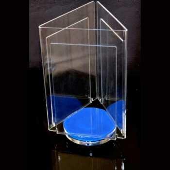 Porte dépliant pivotant 3 poches trés esthétique, en plexiglas, socle bleu avec un vrai roulement à billes pour une meilleure stabilité.
