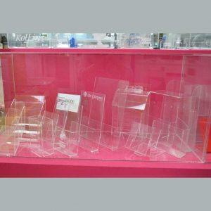 Porte-dépliants plexiglass échantillons en exposition notre show room