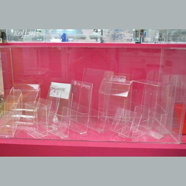 portadepliant plexiglass campioni del nostro show room