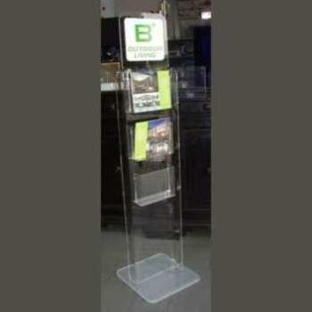 Ce porte-dépliant en plexiglas de sol ou porte-brochures est une colonne fixe sur un socle. Poches A4 avec profondeur de 5 cm pour magazines.