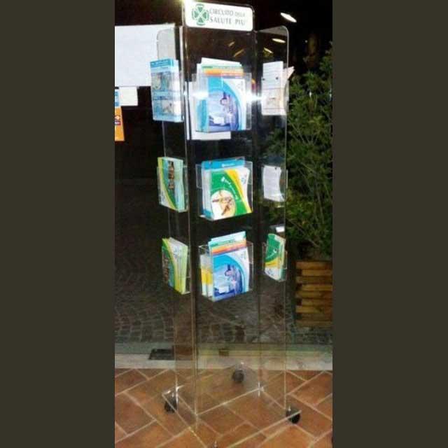Porte-dépliant plexiglass de sol à roulettes 4 côtés