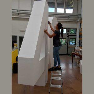 Sagoma polistirolo gigante 40° anniversario per un'azienda è in polistirolo alta densità. Lo spessore è di 50 cm, l'altezza raggiunge 300 cm