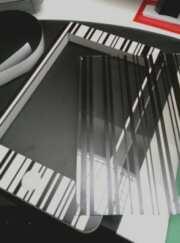 Stampa diretta supporto scavato espositori per negozio. PVC light 20 mm nicchia per telefono, poi ricoperta e protetta da trasparente stampato.