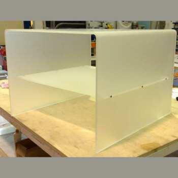 """Elegante table basse table de chevet plexiglas satiné, de 10 mm, intérieur et extérieur satinés. Forme à cube de 60x60H50 cm, à """"U"""" inversé,"""