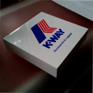 Fermacarte design plexiglass stampato K-Way. Oggetto di classe, da tenere, ottimo per diffondere la TUA pubblicità come regalo aziendale