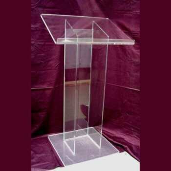 Pupitre plexiglass sur mesure pour église colonne à trois côtés. En transparent 10 mm, plan incliné est requis spécifiquement large
