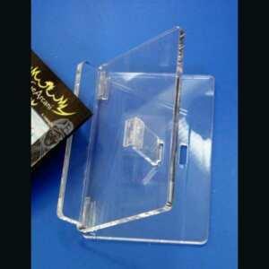 Leggio da tavolo plexiglass piegabile. Il leggio trasparente trasforma il leggio pratico e banale in oggetto di arredamento di classe per libro pregiato