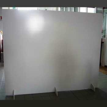 Paroi mobile PVC avec pieds, ou sert à diviser des locaux ou sert de panneau publicitaire imprimé. Les pieds permettent de le/la déplacer