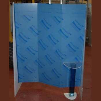 Paravent plexiglas salon de coiffure pour poste de travail, 2 pliures ,couleur bleue fluo translucide, 2 support triangulaires transparent