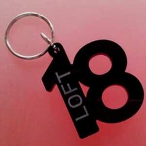 Porte-clés en plexiglas noir brillant