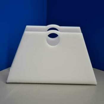 Porte-revues en plexiglas opale forme de sac, in 10 mm. Les magazines sont rangés à portée de main. Fini les piles sur la table de salon!